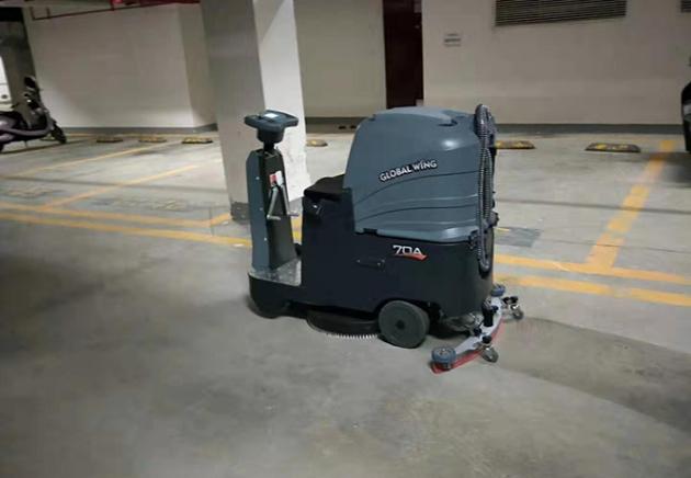 img_parking-lot_04
